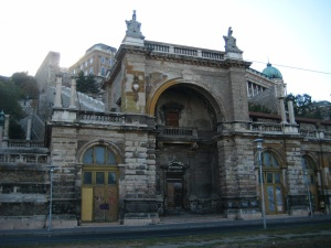 Defunct train station in Buda